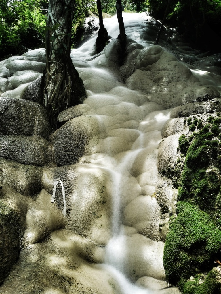 Cream colored limestone at the sticky waterfall
