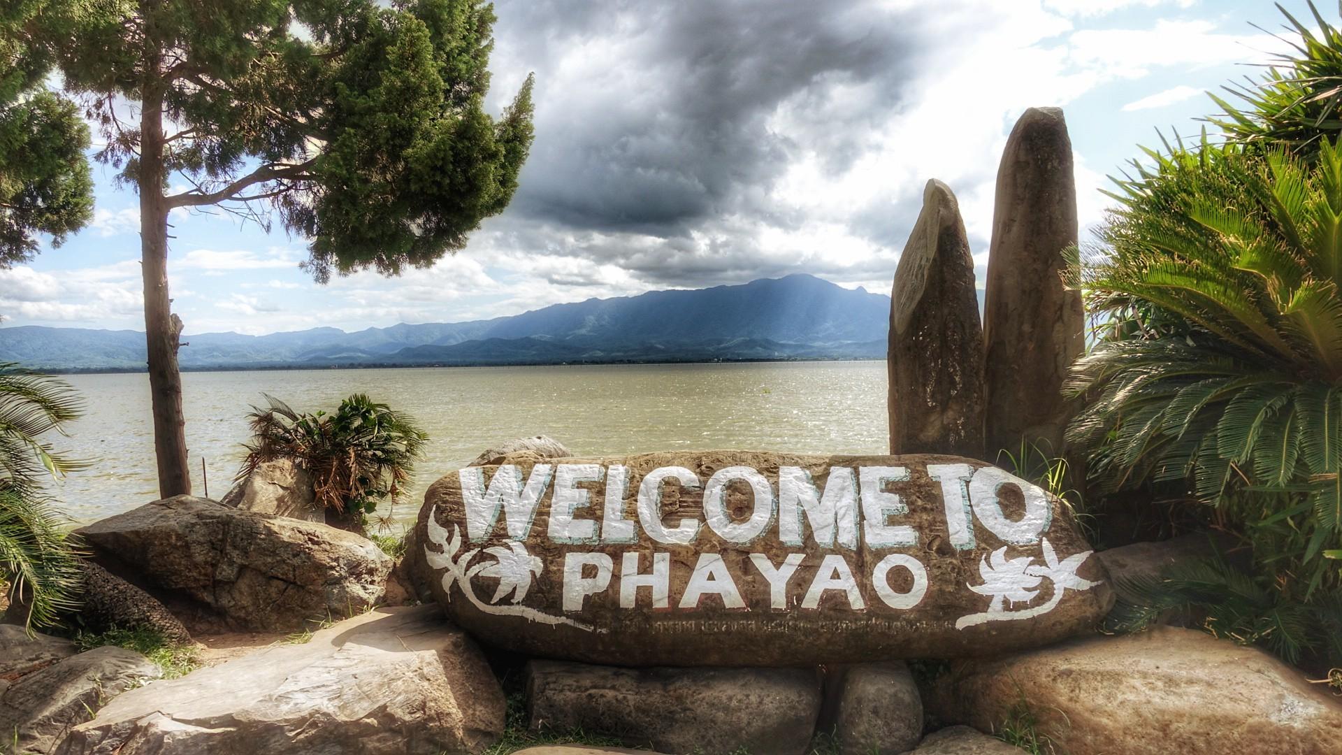 Phayao, mountains and lake